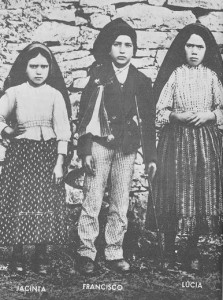fatima2-223x300 dans Le démantèlement du miracle de Fatima par le Pape Benoit XVI
