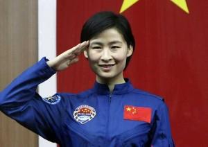 Liú Yáng (刘洋) la premiere chinoise dans l'espace dans Femmes cosmonautes chinoises liu-yang-china-foto-reuters_ecmima20120615_0019_4-300x212